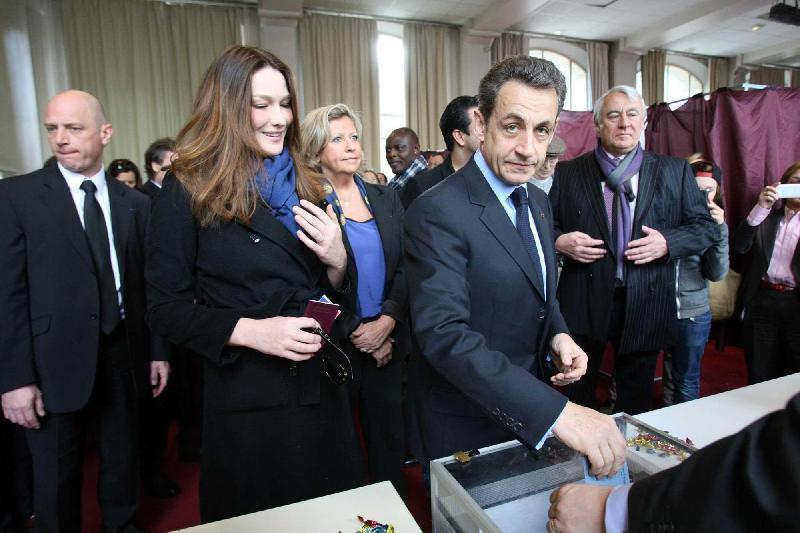 """Elezioni dipartimentali in Francia, il partito di Sarkozy ha ottenuto il 29% dei voti: """"Nessun accordo con il Front National"""". Astensione quasi al 50%"""
