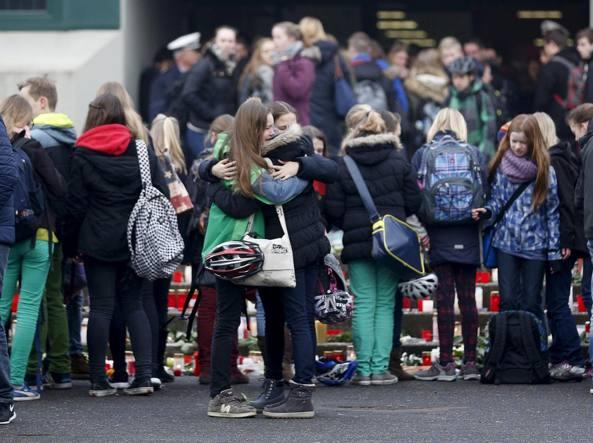 Liceali in gita, coppia in viaggio di nozze, volontari, ecco chi sono le vittime dell' Aereo Germanwings
