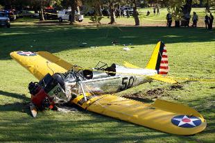California, Harrison Ford precipita con il suo aereo d'epoca. L'attore americano non è in pericolo di vita