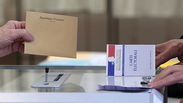 Elezioni amministrative in Francia, trionfo Sarkozy: il suo partito conquista 70 dipartimenti su 101. Hollande perde la metà dei voti