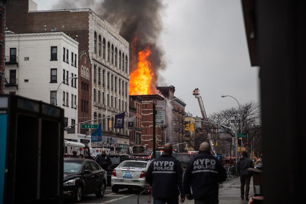 Manhattan, fuga si gas provoca un' esplosione in una palazzina dell'East Village. Il bilancio è di 19 feriti, di cui 4 in gravi condizioni