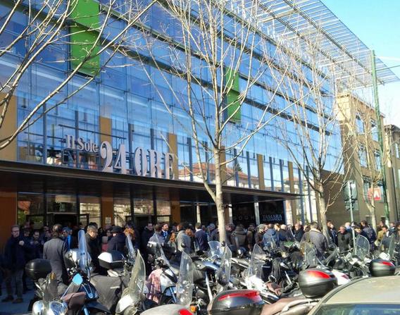 Milano, allarme bomba alla sede del Sole 24 Ore. Sospese tutte le attività ed evacuata la redazione