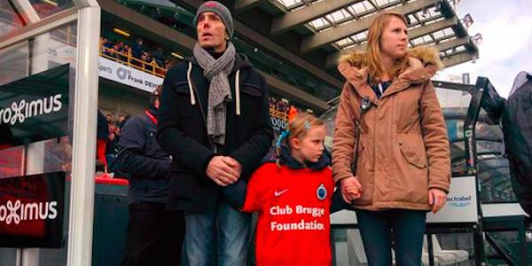 Belgio, malato terminale sposta la data della sua eutanasia per vedere giocare la sua squadra di calcio insieme alla figlia