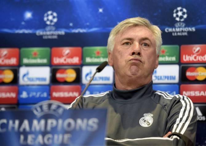 Champions League, il Real Madrid perde in casa contro lo Schalke ma passa lo stesso il turno. Dura contestazione dei tifosi