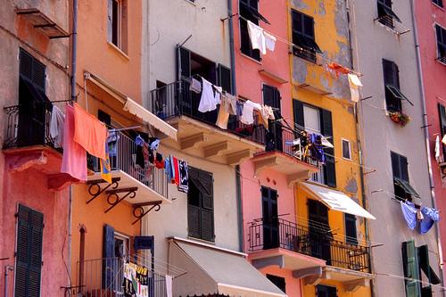 Emergenza abitativa, il comune di Roma paga a Francesco Totti settantacinque mila euro al mese per la 'messa a disposizione' di 35 case