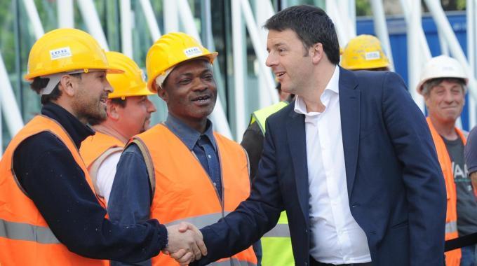 """Expò 2015, Renzi in visita ai cantieri per controllare lo stato dei lavori: """"Quando l'Italia rema tutta dalla stessa parte i sogni si realizzano"""""""
