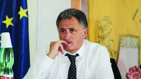 Corruzione, arrestato il sindaco d'Ischia Ferrandino: avrebbe intascato una tangente da 330 mila euro dal colosso delle coop Cpl Concordia