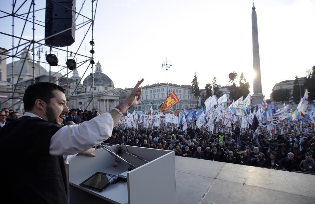 """Salvini va oltre la Padania: """"Vogliamo dare voce a tutte le brave persone del Sud"""". Lanciata la sfida Forza Italia: """"I vostri elettori sono già con noi"""""""