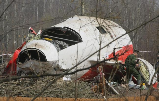 """Aereo Germanwings, primi esami della scatola nera: """"Il comandante era rimasto fuori dalla cabina e ha tentato di rientrare"""", suicidio del pilota?"""