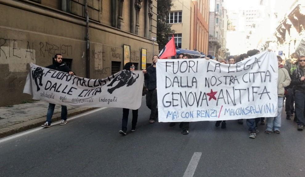 Genova, dura contestazione a Salvini da parte dei Centri Sociali. Moltissimi slogan antifascisti