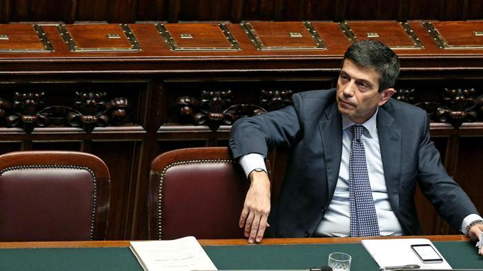 """Inchiesta Grandi Opere, Lupi getta la spugna: """"Mi dimetto, devo difendere i miei cari"""". A Renzi l'interim alle Infrastrutture"""