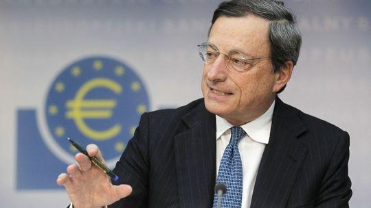 """Bce, il nove marzo partirà il 'bazooka' di Draghi (maxi shopping di titoli e obbligazioni). Eurotower: """"Il Pil dell'Eurozona salirà dell'1,5% nel 2015″"""