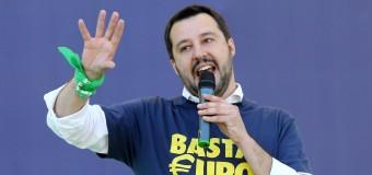 """Salvini sulla tragedia del barcone affondato: """"Altri morti sulle coscienze sporche di Renzi e Alfano"""". Pd furioso: """"Uno sciacallo che specula in diretta Tv, nauseante"""""""