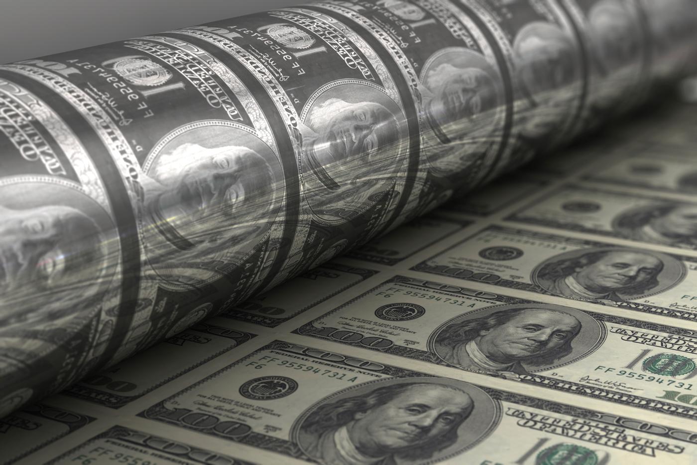 Quantitative easing, a pochi giorni dal suo avvio, il 'bazooka' di Draghi manda lo spread a 93.35. Stabili le Borse europee
