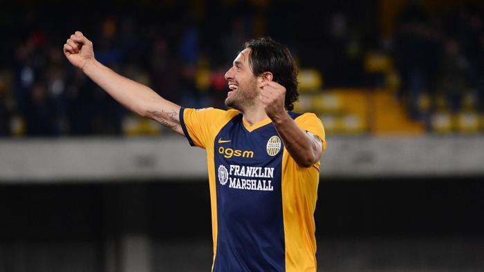 Serie A, il Cesena ferma l'Inter al Meazza. Doppio Toni stende il Napoli a Verona