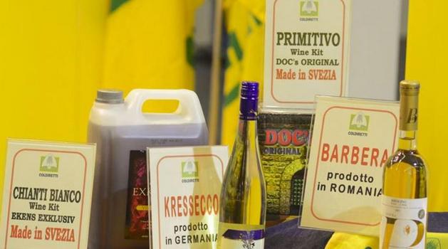 """Vinitaly, la Coldiretti allestisce 'L'Angolo della vergogna' per esporre i vini italiani prodotti all'estero: """"Il Made in Italy perde oltre un miliardo di euro"""""""