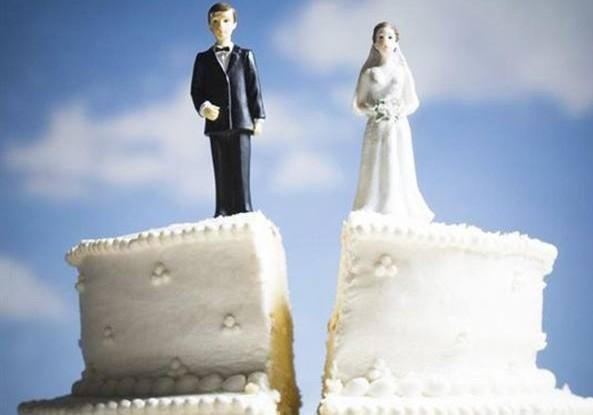 Divorzio breve ora e' legge, un anno dopo le nozze per dirsi addio. Sei mesi se si e' d'accordo. Renzi: un altro impegno mantenuto