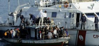 Scafista butta un migrante morto in pasto agli squali. La guardia costiera smentisce: nessun sparo contro di noi da parte di libici
