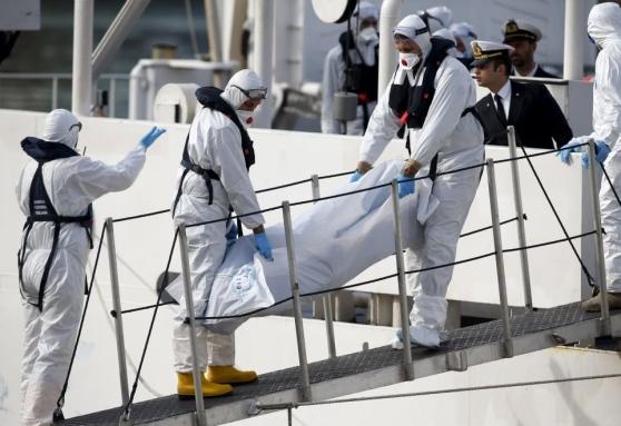 Strage migranti, sbarcano a Malta 24 salme e 28 superstiti dei 700 scomparsi. Renzi esclude il blocco navale, si teme un'altra tragedia a Rodi