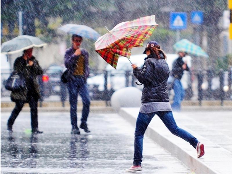 Il caldo può attendere: piogge e temporali al Nord e al centro, neve sulle Alpi. Ma la prossima settimana arriva l'alta pressione: tanto sole per tutti