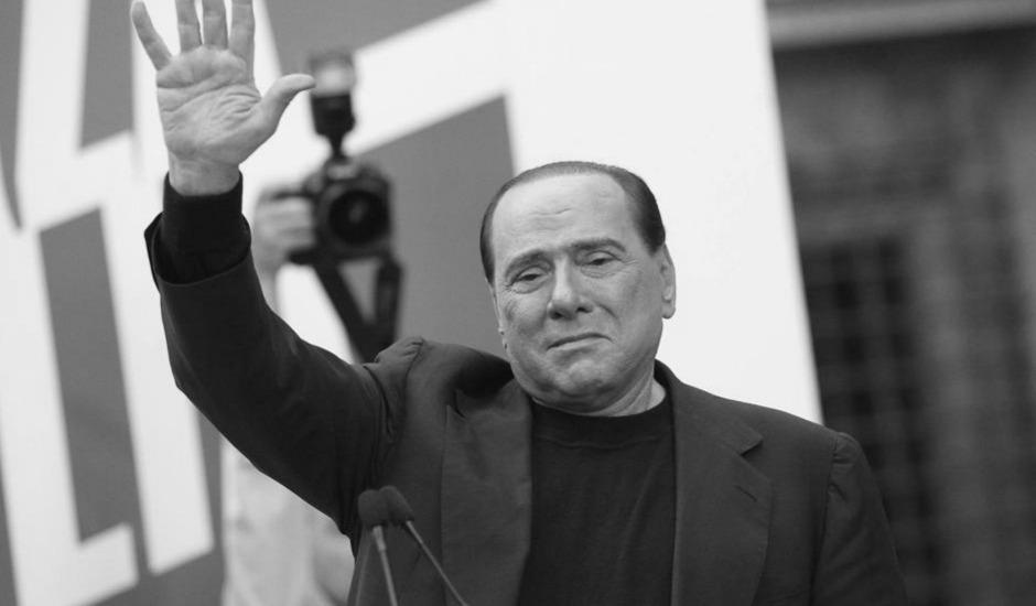 Berlusconi torna libero dopo i servizi sociali, cancellata anche l'interdizione. Resta la Severino che gli impedisce di essere eletto