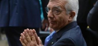 """Finmeccanica e dimissioni, Cantone difende De Gennaro: """"Assolto, non deve pagare per tutti"""". Renzi in campo: """"Ha la piena fiducia del Governo"""""""