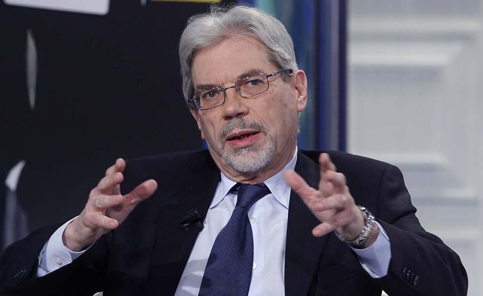 Presidenza del Consiglio, cambio di poltrone: l'economista Claudio De Vincenti sottosegretario al posto di Graziano Delrio