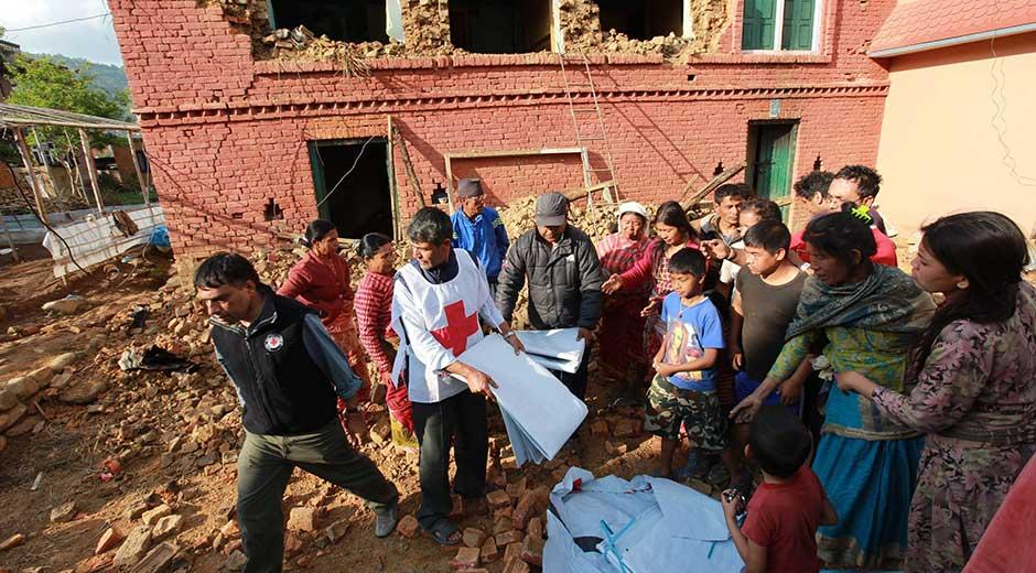 Nepal, 10 mila le vittime del sisma 4 italiani morti e 39 irreperibili. Altri 347 sono stati rintracciati. Interi villaggi cancellati