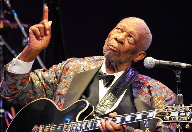 """Addio B.B. King, il re del blues muore a 89 anni. Dai campi di cotone a un successo planetario con la sua """"Lucille"""" la mitica chitarra Gibson"""