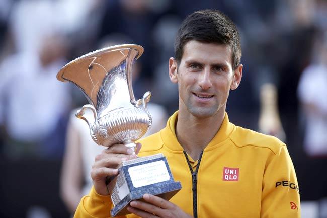 """Djokovic si conferma il """"re"""" degli Internazionali. Federer ha ceduto in un'ora e 16 minuti di gioco (6-4, 6-3) collezionando la quarta sconfitta in finale"""