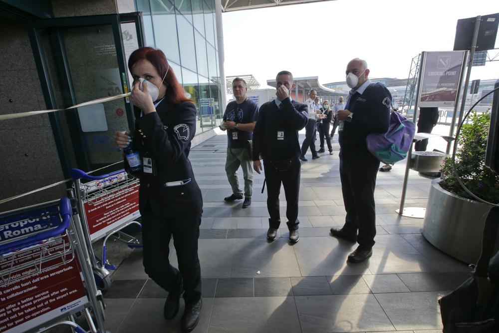 Fiumicino, riaperto parzialmente il Terminal 3. Code e disagi per i passeggeri: garantiti solo il 50% dei voli. Oggi e lunedì volera' il 40% in meno di aerei