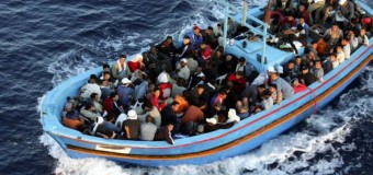 Via libera del Consiglio Ue alla missione navale per distruggere i barconi degli scafisti. Ma sulle quote da ripartire, grande corsa a tirarsi indietro