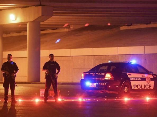 """Texas, sparatoria a mostra su Maometto: uccisi due attentatori. La Geller su twitter: """"Siamo in guerra"""""""