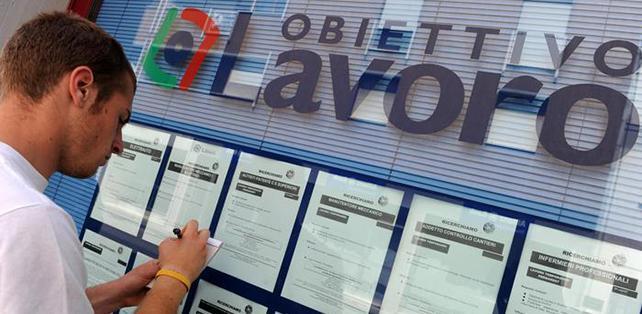Occupazione, si cambia: ad aprile 210mila nuovi contratti di lavoro di cui 48.536 a tempo indeterminato. Crollano quelli a tempo determinato