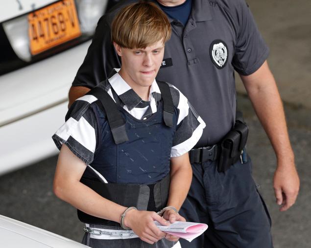 """Charleston, lo shock dopo il massacro in chiesa. Dylann Roof, il suprematista bianco d 21 anni: """"Volevo far scoppiare una guerra razziale"""""""