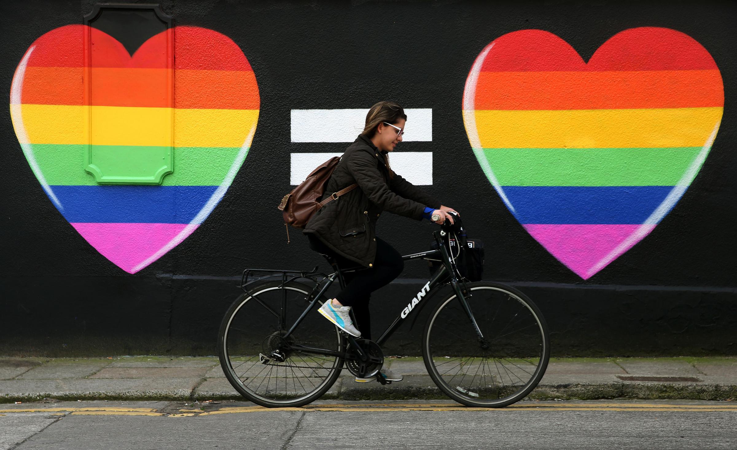 """Strasburgo, il Parlamento europeo riconosce le famiglie gay. Vendola: """"Un passo avanti in Europa, in Italia invece la politica balbetta"""""""