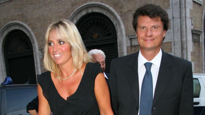Caso baby prostitute, rinviato a giudizio Mauro Fiorani marito della Mussolini. Per l'accusa ha avuto rapporti con una studentessa di 14 anni, rischia da 1 a 6 anni di carcere