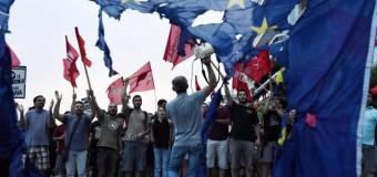 """Grecia, Merkel: """"Se fallisce l'Euro, L'Europa fallisce"""". Banche e borsa chiuse. Si temono disordini. Juncker: """"Votate si, non e' una partita di poker"""""""