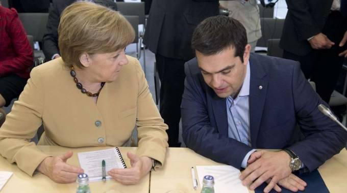 """Contromossa di Atene: """"Piano di salvataggio di 2 anni col fondo salvastati e taglio del debito"""" No di Merkel: """"Niente accordi prima del voto"""""""