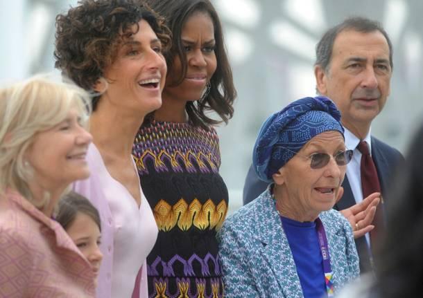 Expo, Michelle Obama a Palazzo Italia incontra Agnese Renzi ed Emma Bonino. La first lady accompagnata dalle figlie e dalla mamma Marian