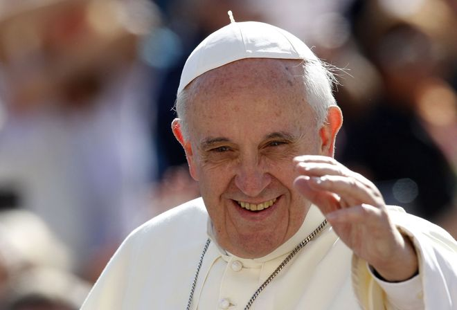"""Il Papa apre la Chiesa a divorziati e gay: """"Ogni persona va rispettata e accolta con sensibilità e delicatezza"""" Chiusura sulla teoria del gender e sulle nozze omosessuali"""""""