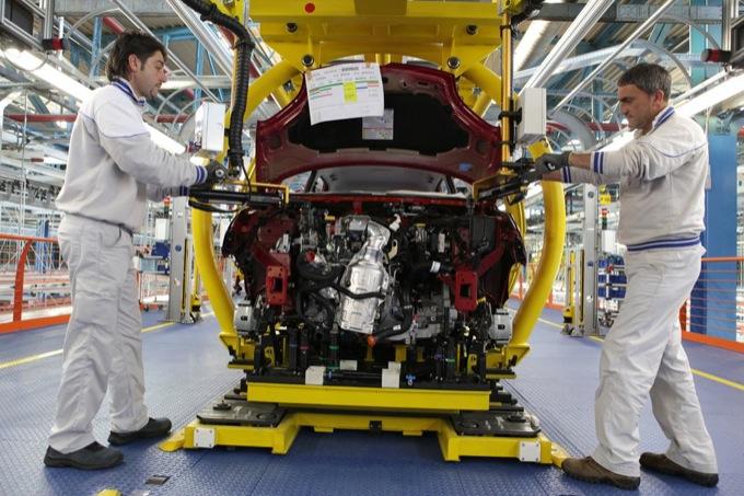 Fiat, col Job act arrivano altre mille assunzioni entro il 2015. Diventano a tempo indeterminato 1500 lavoratori di Melfi