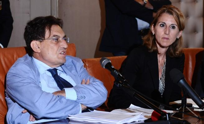 """Giallo sulla intercettazione fra Crocetta e Tutino. Aveva detto: """"Far fuori Borsellino come il padre"""" ma la procura smentisce. Il governatore si autosospende"""