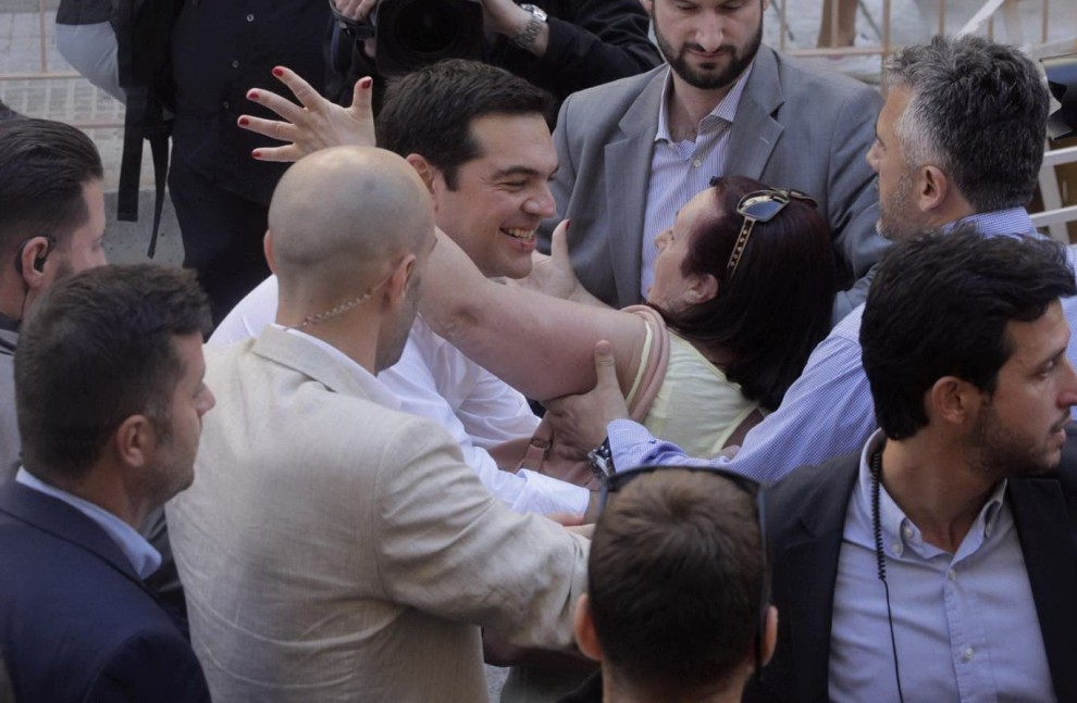 """Referendum, la Grecia dice no (60%) al piano dei creditori internazionali. Tsipras: """"Non si può ignorare la decisione di un popolo"""". Ripartono i negoziati"""