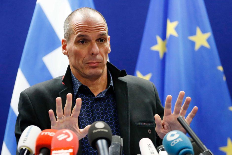 """Crisi Greca, Merkel no a trattative prima del referendum. Varoufakis: """"Se vince il si mi dimetto"""". Scarseggiano i beni alimentari"""