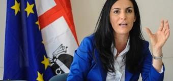 """Spese pazze alla Regione Sardegna, a giudizio il sottosegretario Francesca Barracciu: """"Sono innocente ma mi dimetto"""". Renzi: """"Un gesto di responsabilità"""""""