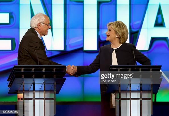 """Elezioni Usa, Hillary Clinton star del primo dibattito democratico. Il """"socialista"""" Sanders appassiona e soccorre la Clinton sulle email-gate"""