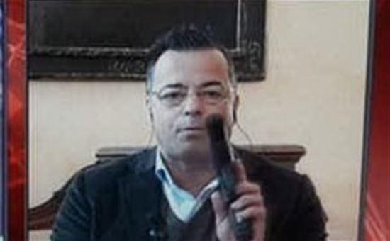 Il sindaco leghista si presenta in Tv con la pistola e lancia la proposta di un bonus di 250 euro per armarsi