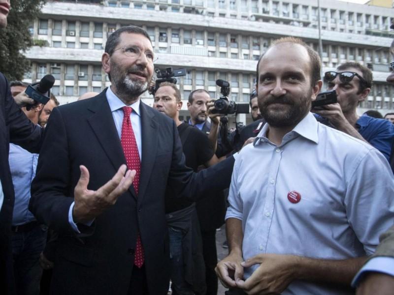 """Marino incontra Orfini: """"Niente da chiedere ne' da negoziare con nessuno"""" ma sulle dimissioni non risponde. Consiglieri Pd pronti a dimettersi"""