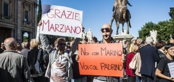 """Marino non lascia ma raddoppia, ai sostenitori arrivati al Campigolio: """"Questa piazza mi da' il coraggio di andare avanti"""""""